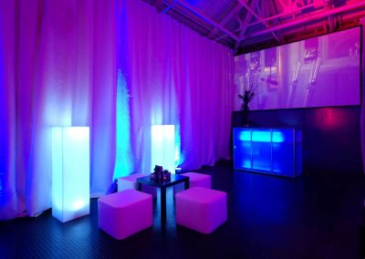 Light bar and plinths